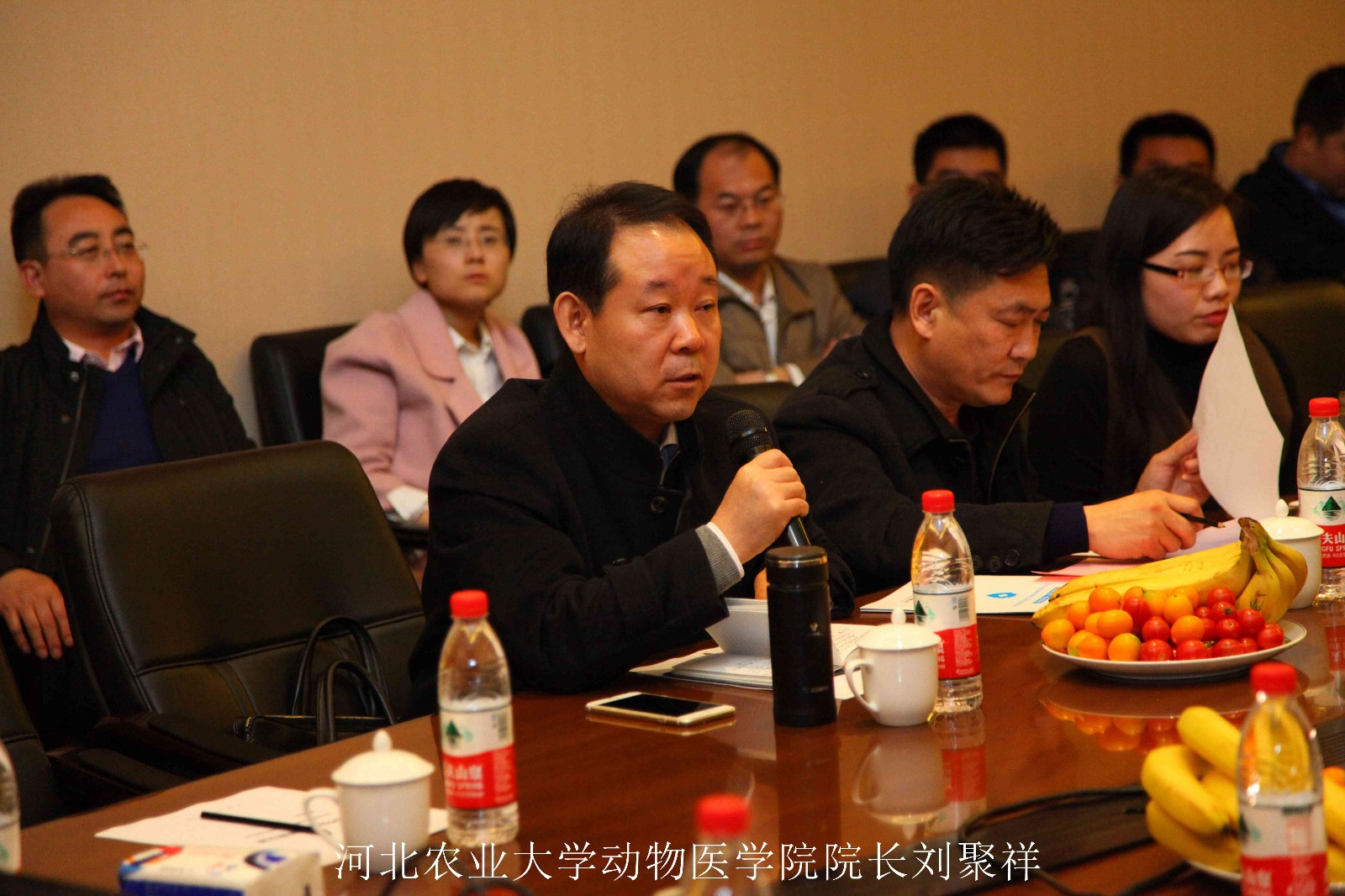 3月15日,北京中科基因实验室启动庆典在北京市大兴区隆重举行,行业主管领导、业界专家、企业代表、证劵机构、主流媒体等近60名嘉宾齐聚北京,共同见证了北京中科基因技术有限公司又一里程碑式的发展。北京中科基因技术有限公司总经理王文泉、副总经理赵坤坤等出席庆典并作报告。  启动庆典上,北京中科基因技术有限公司总经理王文泉对各位来宾的到来表示热烈的欢迎和衷心的感谢,并就目前我国兽医行业的发展趋势及中科基因的发展策略做了深入分析。王总指出,当前,规模化、集约化养殖已成为一种发展趋势,各种动物疫病和外来病频发,严重